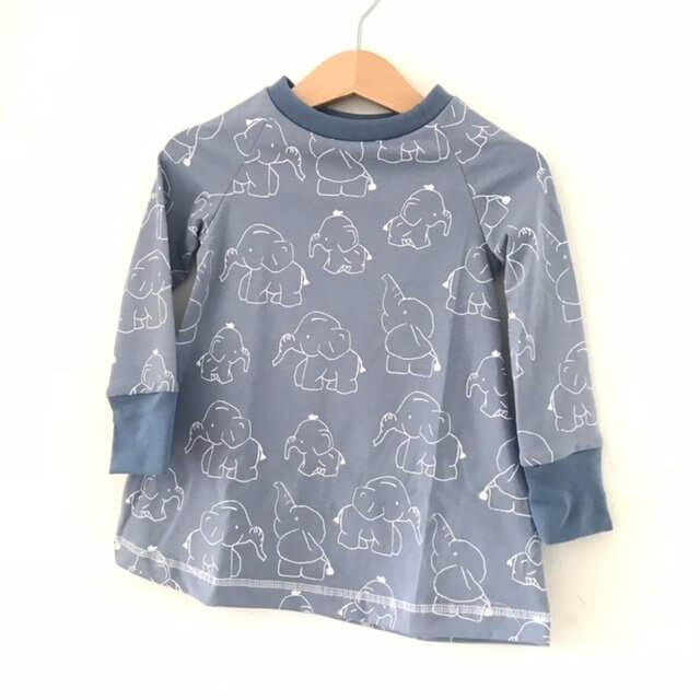 Langarmkleid Elefanten rauchblau/weiss