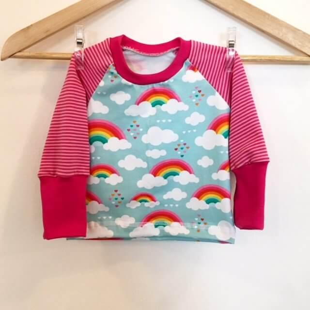 Langarmshirt mit Wolken & Regenbogen