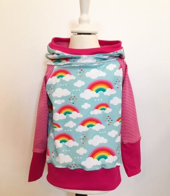 Hoodie mit Wolken & Regenbogen
