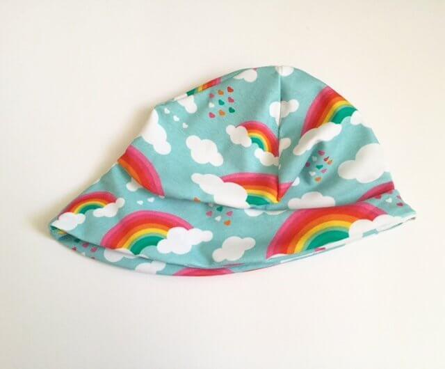 Sommermütze mit Wolken & Regenbogen