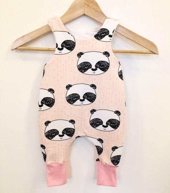 Strampler mit Panda rosa