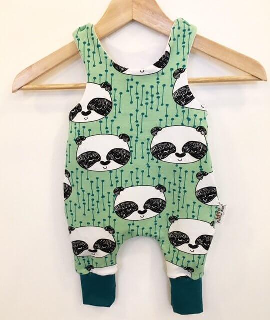 Strampler mit Panda mint