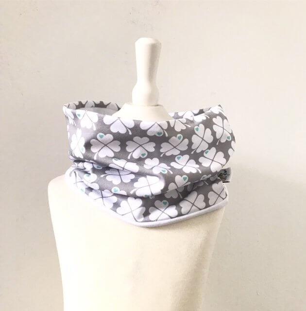 Loop Kleeblätter grau