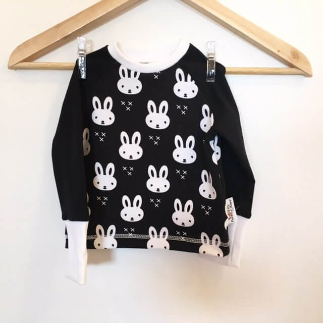 Langarmshirt mit Hase schwarz/weiss