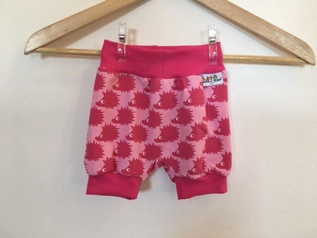 Kurze Hose mit Igel pink