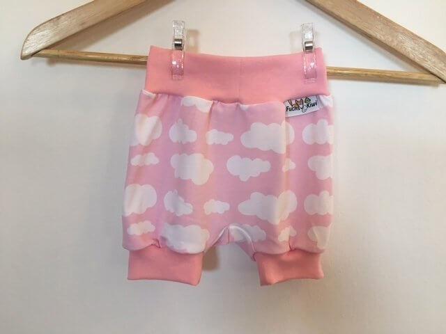 Kurze Hose mit Wolken rosa