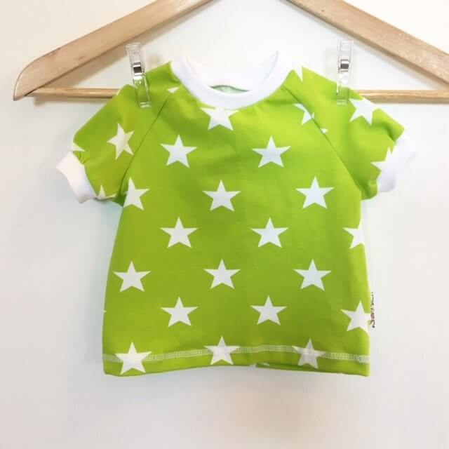 T-Shirt mit Sternen hellgrün/weiss