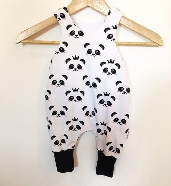 Strampler mit Panda schwarz/weiss