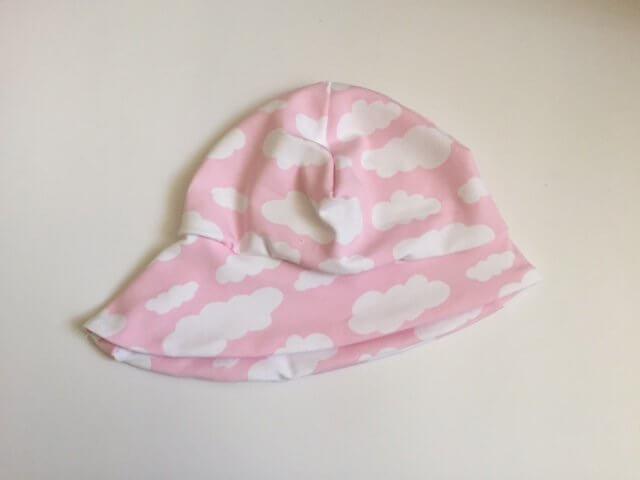 Sommermütze mit Wolken rosa