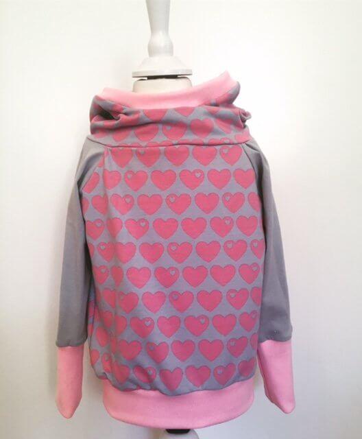 Hoodie mit Herzen rosa