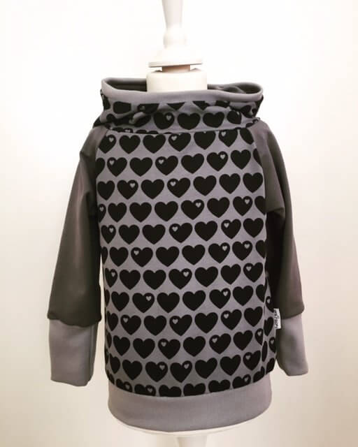 Hoodie mit Herzen grau