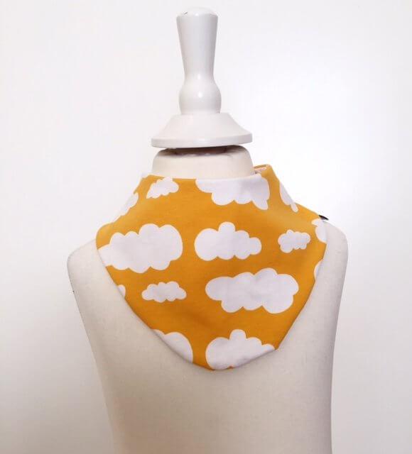 Halstuch mit Wolken gelb