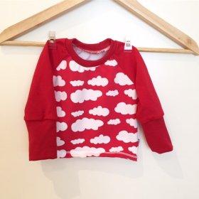 Langarmshirt mit Wolken rot
