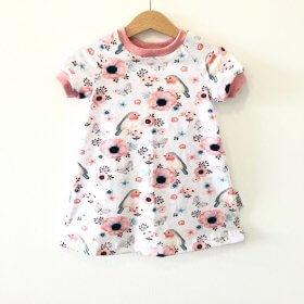 Kurzarmkleid mit Vögelchen rosa