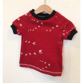 T-Shirt mit Schwalben rot