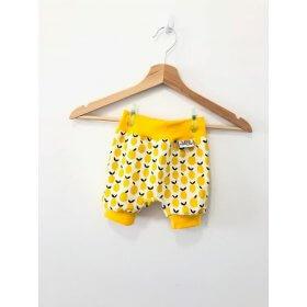 kurze Hose mit Zitronen