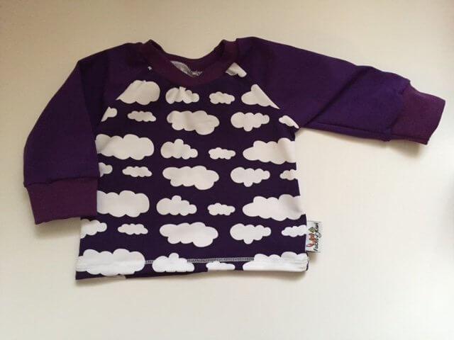 Langarmshirt mit Wolken lila