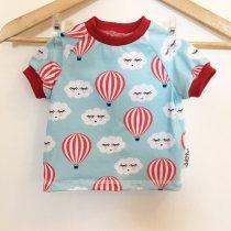 T-Shirt mit Wolken & Ballons