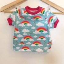 T-Shirt mit Wolken & Regenbogen