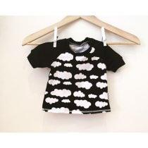 T-Shirt mit Wolken schwarz
