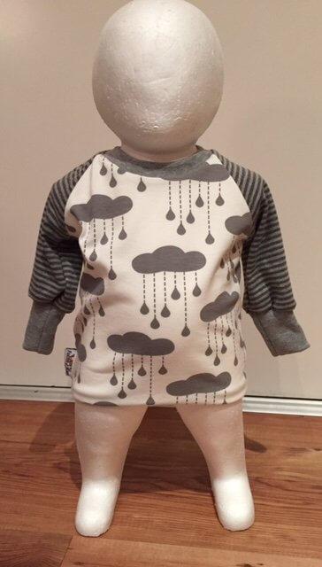 Langarmshirt mit Wolken & Regentropfen grau